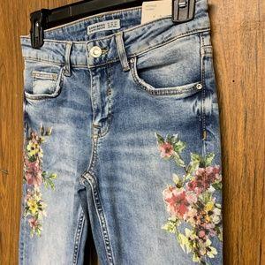 Zara Jeans - NEW Zara Mid Rise Laser Floral Print Skinny Jeans